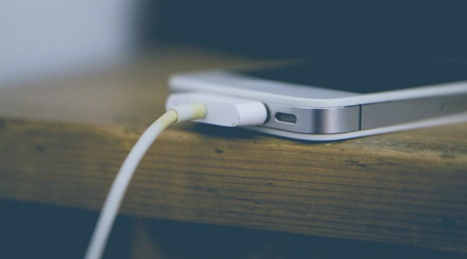 iPhone 4: após aparelho foi colocado dentro de um saco de arroz (Foto: Markus Spiske / Pexels)