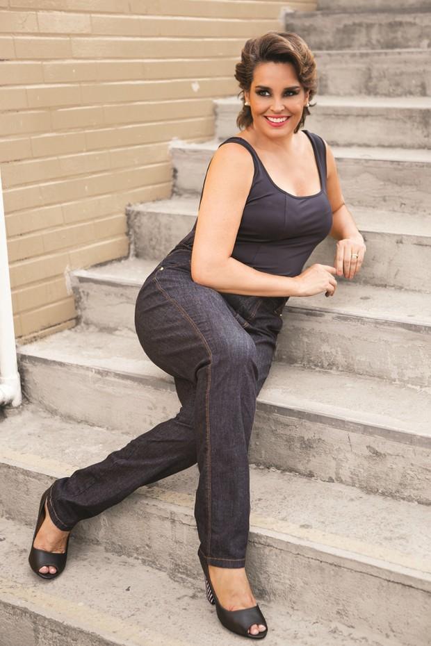 Suzy Rêgo é estrela de coleção de jeans modeladores plus size (Foto: Divulgação/Maison SPA)