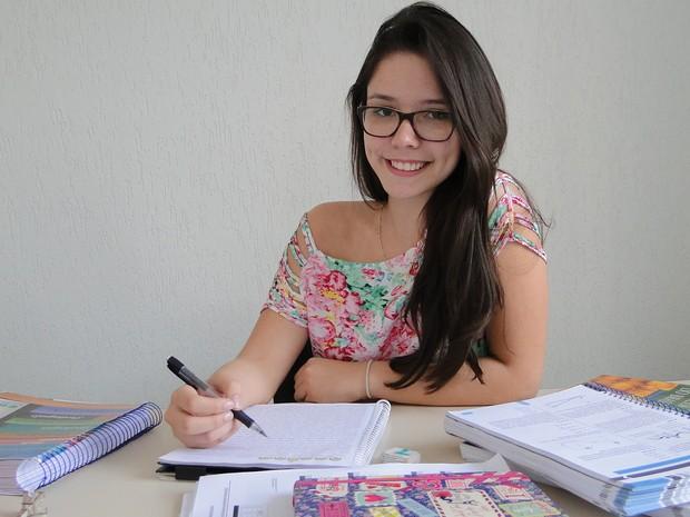 Mariana Mestriner, de 20 anos, diz que se tornar aluna de medicina na USP Ribeirão será um orgulho (Foto: Adriano Oliveira/G1)