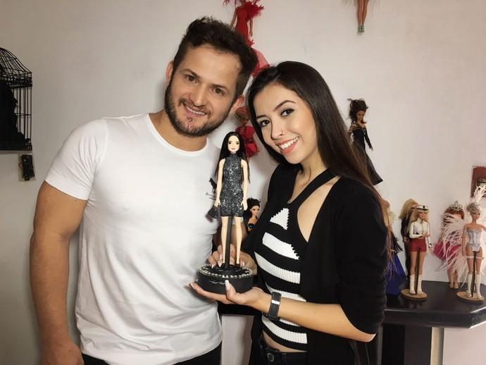 Thalita conversa com estilista que se inspira em celebridades para montar bonecas  (Foto: RBS TV/Divulgação )