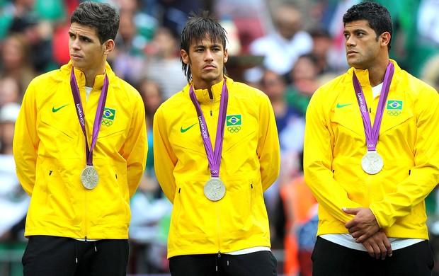 Neymar, Oscar e Hulk com a medalha de prata Londres (Foto: Getty Images)