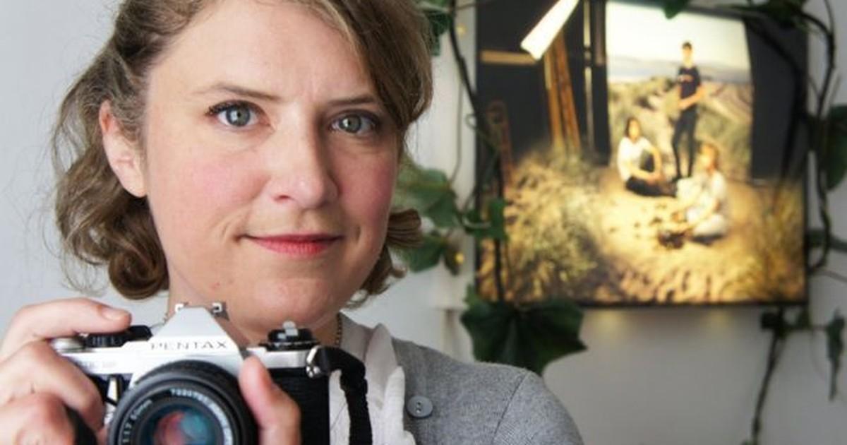 Fotógrafa conta como venceu batalha contra esquizofrenia após passar 10 anos sem sair de casa