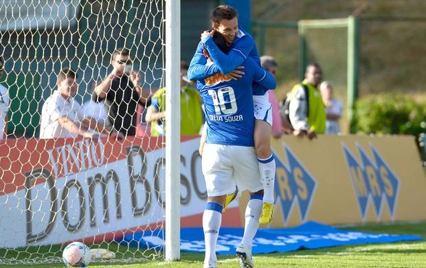 Dagoberto Diego Souza gol Cruzeiro Tupi (Foto: Douglas Magno / Agência Estado)