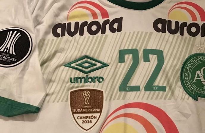 96acca1840 Impõe respeito  Chape estreia brasão da Copa Sul-Americana contra Zulia
