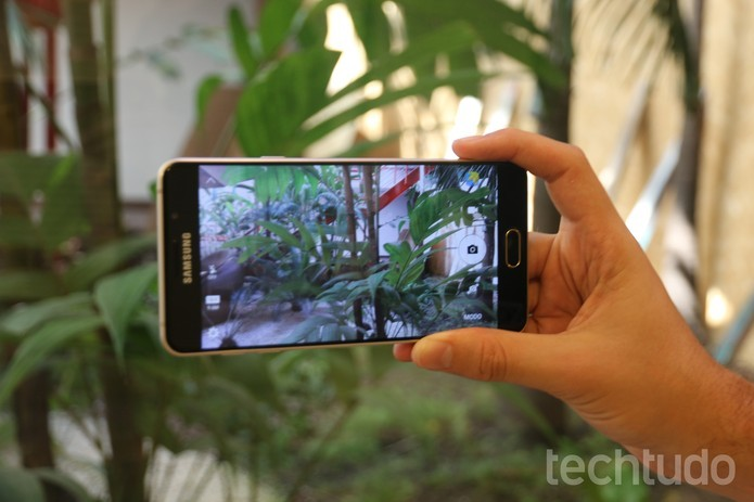 Galaxy A7 2016: câmera traseira tem sensor de 13 megapixels (Foto: Caio Bersot/TechTudo)