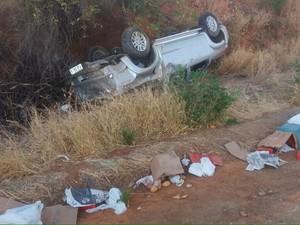 Mulher e jovem de 20 anos ficaram feridos em acidente (Foto: Edivaldo Braga/ blogbraga)