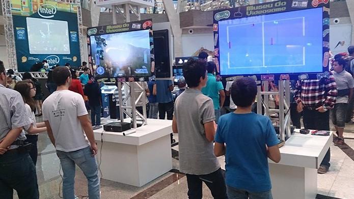 Além de admirar os videogames, os visitantes podem experimentar grandes clássicos dos games (Foto: Divulgação)