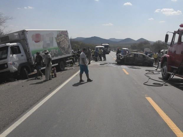 Acidente na BR-232, em Serra Talhada, Sertão de PE (Foto: Divulgação/ PRF)