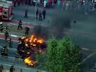 Grupo põe fogo em pneus e fecha via durante ato na Zona Leste de SP