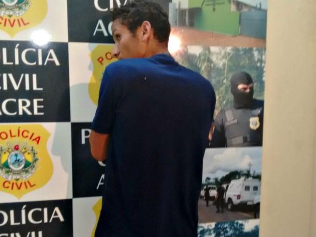 Souza foi preso na segunda-feira (25) suspeito de furto  (Foto: Quésia Melo/ G1)