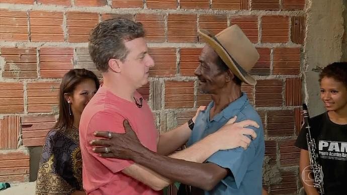 Luciano Huck conhece o Seu Gaudino (Foto: TV Globo)