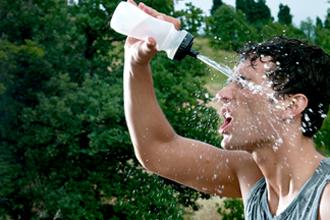 A hidratação é muito importante também (Foto: Reprodução Shutterstock)