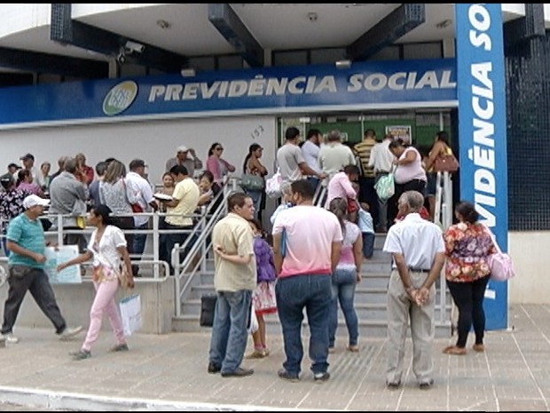 Greve dos servidores federais em Montes Claros (Foto: Reprodução / Inter TV)