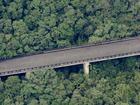 Viadutos estão abandonados há 40 anos no meio da Serra do Mar em SP