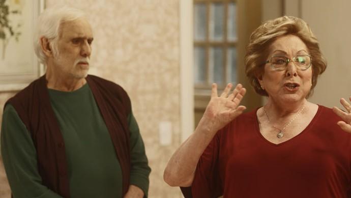 Depois de ver Gaetano conversando com Lenita, Geppina começa a maior confusão (Foto: TV Globo)