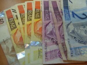 Poupar dinheiro, planejamento financeiro, compras de material escolar (Foto: Lynne Aranha/ G1)