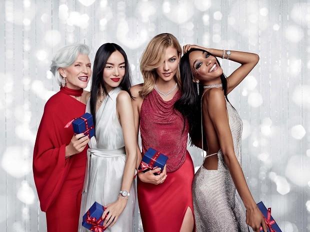 Mulheres de todas as idades e ícones de elegância integram o dream team da Campanha de Natal da marca (Foto: Divulgação)