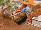 Mulher chama a atenção ao trabalhar como coveira em São Carlos, SP