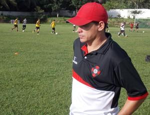 Treinador do Moto Club, Celinho Valentim (Foto: Bruno Alves/Globoesporte.com)