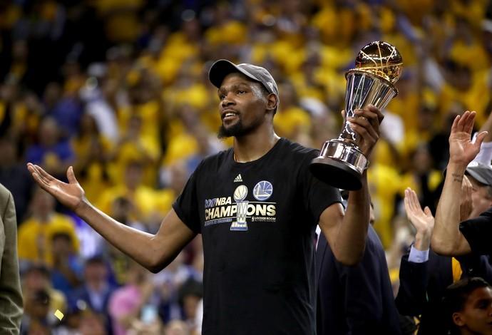 Kevin Durant foi eleito o MVP das finais após conquistar o título com o Golden State Warriors (Foto: Getty Images)