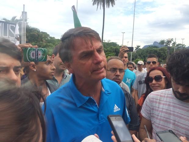 Deputado Jair Bolsonaro foi ovacionado por alguns integrantes da Marcha (Foto: Daniel Silveira / G1)