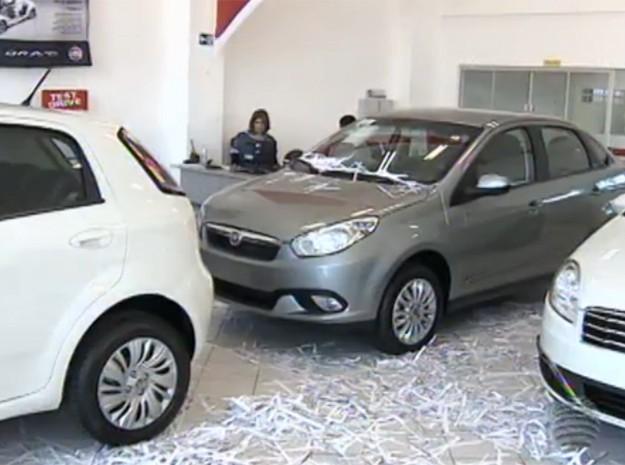 Com vendas de carros 'encalhadas', concessionárias buscam estratégias (Foto: Reprodução/TV Fronteira)