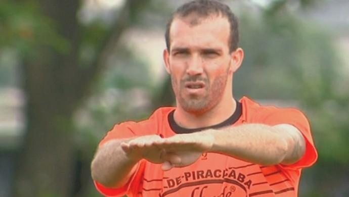 Eder Sciola lateral XV de Piracicaba (Foto: César Fontenele / EPTV)