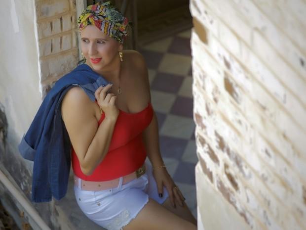 Helen luta contra o câncer sem perder o desejo de estar sempre bem arrumada (Foto: Vilmar Fontes/Arquivo pessoal)