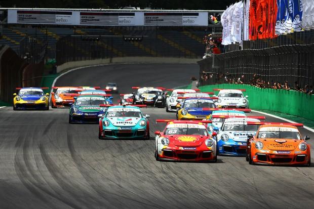 Largada do pelotão da Porsche nos 500 Km em Interlagos (Foto: Luca Bassani/PorscheCup)