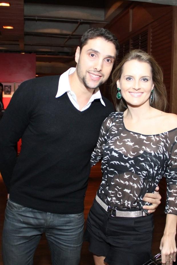 Leonardo Carvalho, filho do Dennis Carvalho e Christiane Torloni,  e namorada (Foto: Raphael Mesquita e Thaygo ANdrade/ Foto Rio News)