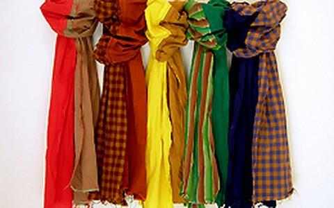 Para curtir o inverno: aprenda 6 maneiras de usar o cachecol