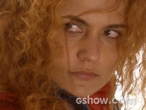Gina mostra que adora uma confusão! (Foto: Meu Pedacinho de Chão/TV Globo)