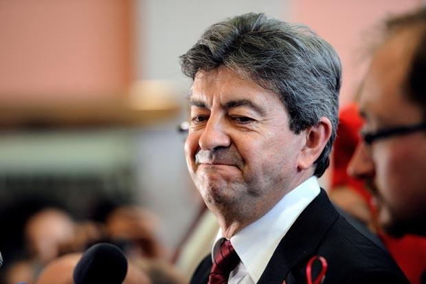 O esquerdista Jean-Luc Mélenchon anuncia sua candidatura neste sábado (12) em Hénin-Beaumont (Foto: AFP)