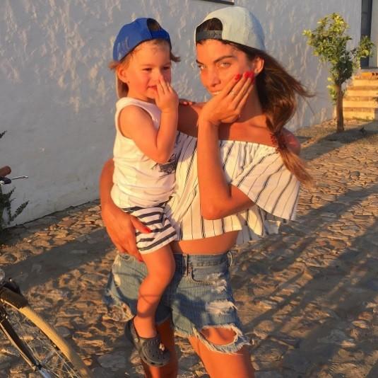 Joana Balaguer e filho (Foto: Reprodução/Instagram)