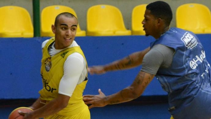 Jimmy ala Mogi das Cruzes basquete (Foto: Cairo Oliveira)
