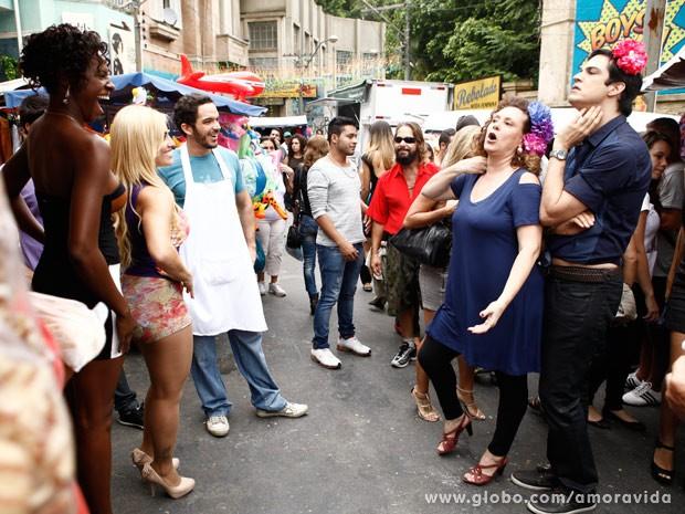 Concorrentes provocam Félix e Márcia (Foto: Amor à Vida/ TV Globo)