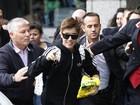 Justin Bieber se diverte com perseguição de fãs em Londres