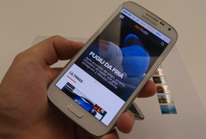 Galaxy K Zoom, o novo smartphone da Samsung (Foto: Pedro Zambarba/TechTudo)
