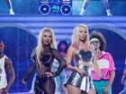 Britney Spears usa look transparente em show com Iggy Azalea