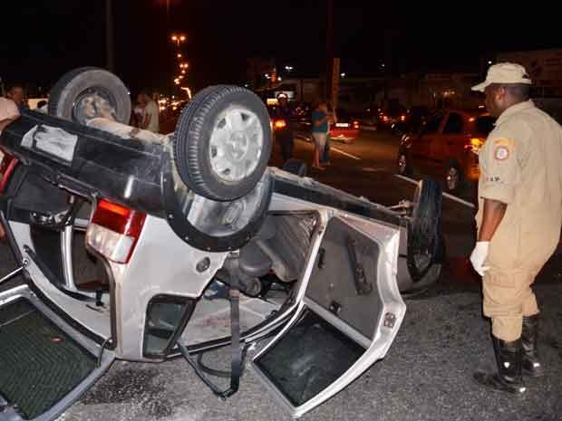 Grávida se fere em acidente na BR-230 em João Pessoa (Foto: Walter Paparazzo/G1)
