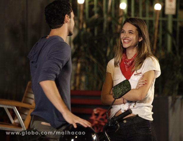 Fatinha e Sal num papo descontraído? Então tá... (Foto: Malhação / TV Globo)