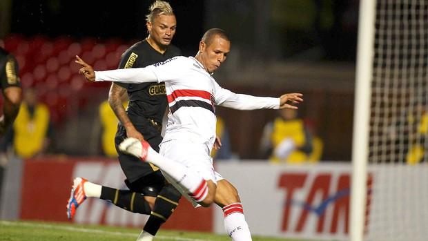 Luis Fabiano e Fabio Ferreira, São Paulo x Botafogo (Foto: Wagner Carmo / Vipcomm)
