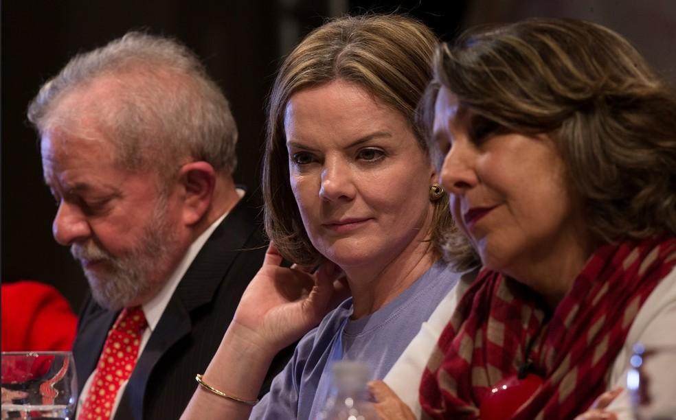 A senadora Gleisi Hoffmann (centro), durante a posse como nova presidente do PT (Foto: Lula Marques/Agência PT)