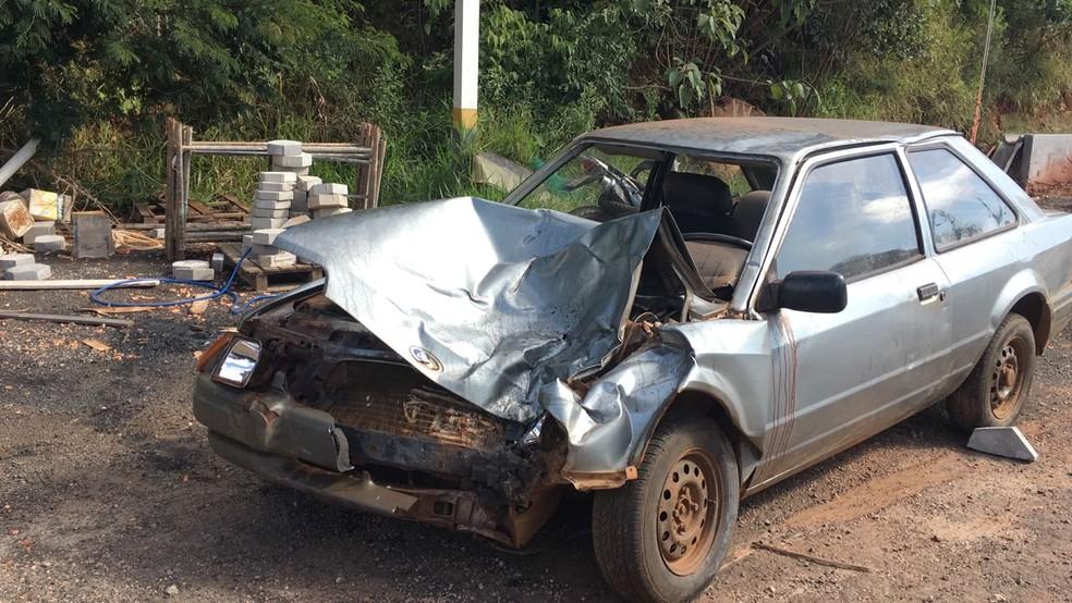 Motorista do carro morreu após batida em rodovia de Cerqueira César (Foto: Pedro Salgado/TV TEM)
