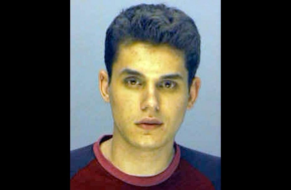 John Mayer em 26 de maio de 2001. Acusação: dirigir com licença de motorista suspensa. (Foto: Divulgação)