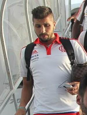 Lucas Mugni, Arthur Maia  desembarque Flamengo (Foto: Gilvan de Souza / Flamengo)