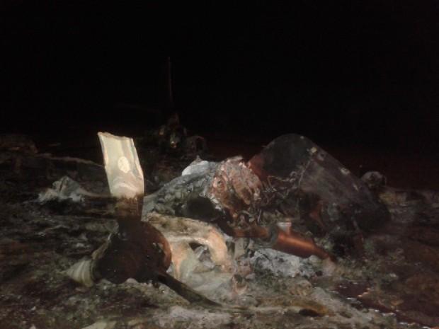 Aeronave utilizada pelos traficantes explodiu durante operação (Foto: Reprodução/TV Integração)