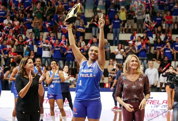 Madrinhas com a MVP no Jogo das Estrelas (Foto: João Neto / LBF)