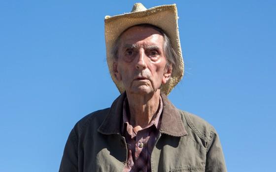 Harry Dean Stanton é um senhor que viveu demais no filme Lucky, o último de sua carreira (Foto: Divulgação)