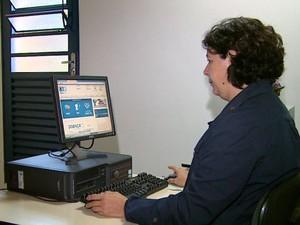 CVV virtual em Araraquara, SP, ajuda jovens com sintomas de depressão (Foto: Paulo Chiari/EPTV)